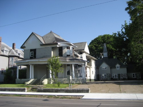 Same house in disrepair in 2007